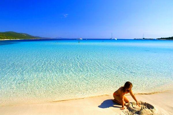 Za písečnými plážemi