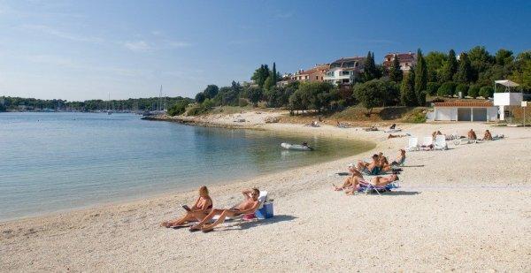 Pješčana uvala u Puly na Istrii