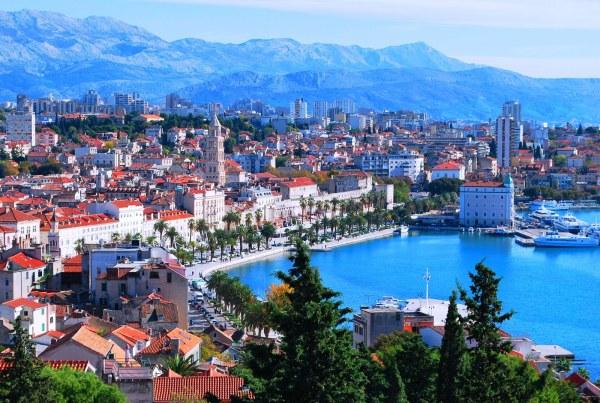 Mezi mořem a horami se rozprostírá Split